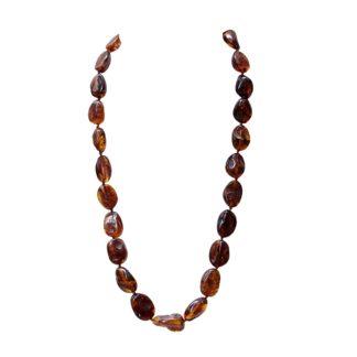 Klasický jantárový náhrdelník atraktívny vďaka originálnemu spracovaniu korálok