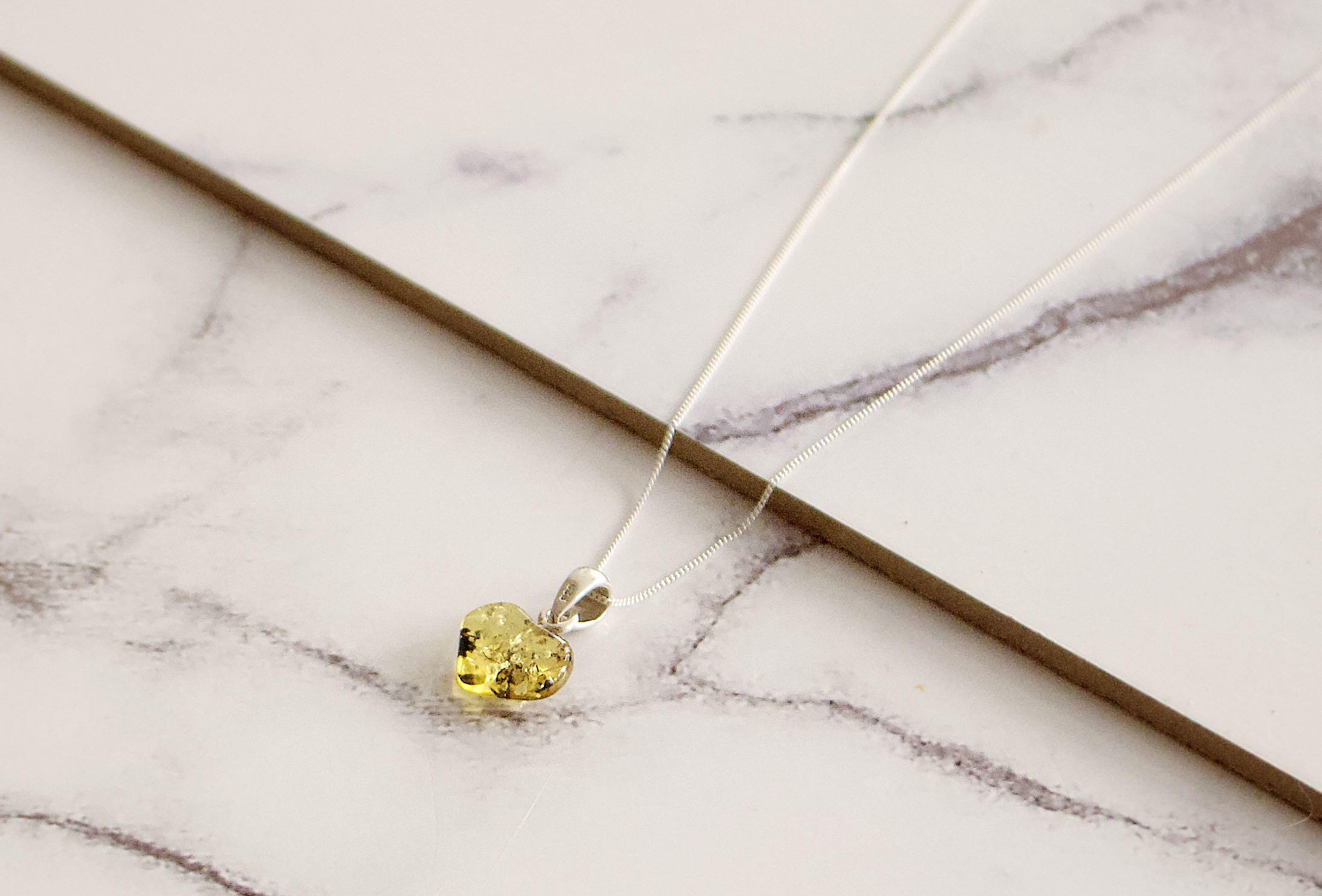 Strieborné šperky s jantárom