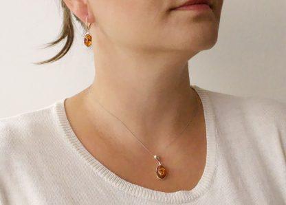 Klasický set jantárových šperkov zo striebra a pravého jantáru koňakovej farby