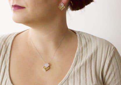 Strieborné šperky s jantárom a ruženínom