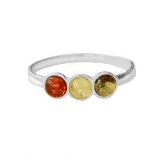 Jednoduchý, elegantný strieborný jantárový prsteň s tromi drobnými očkami, zdobenými tromi farbami pravého jantáru